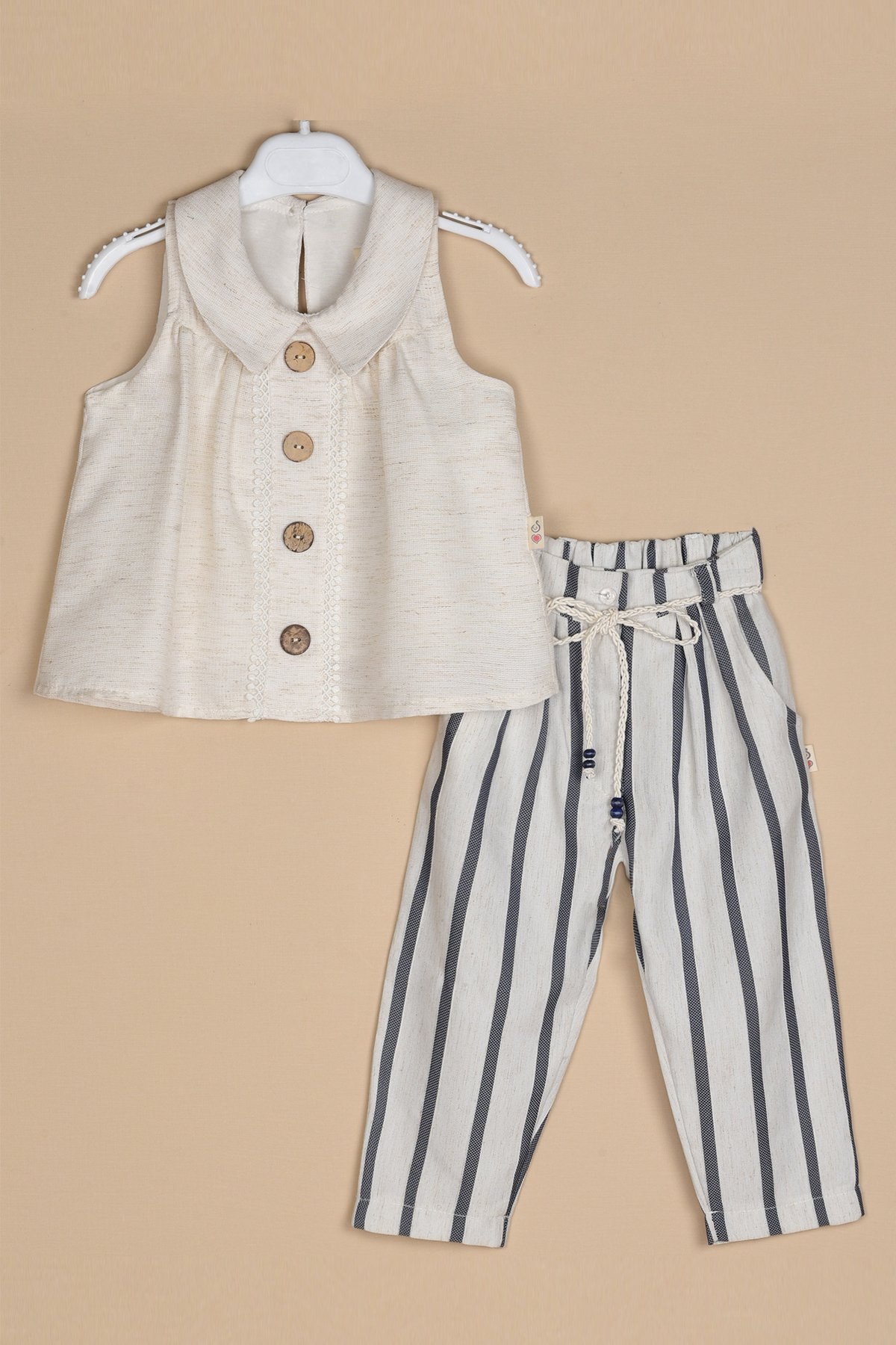 Ahşap Düğmeli Keten Bluz Çizgili Keten Pantolon Takım